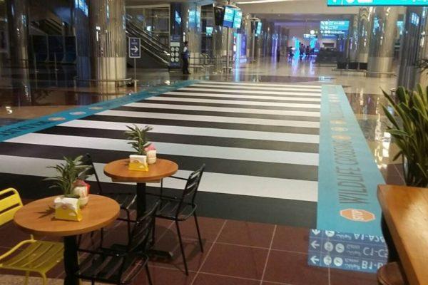 Costa-Coffee-Giraffe-Floor-Graphics-Airport-1-1024x576